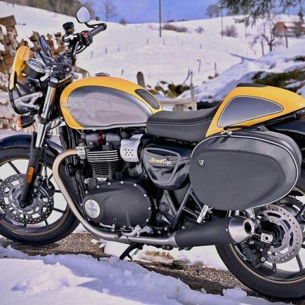 rouler en moto sur la neige